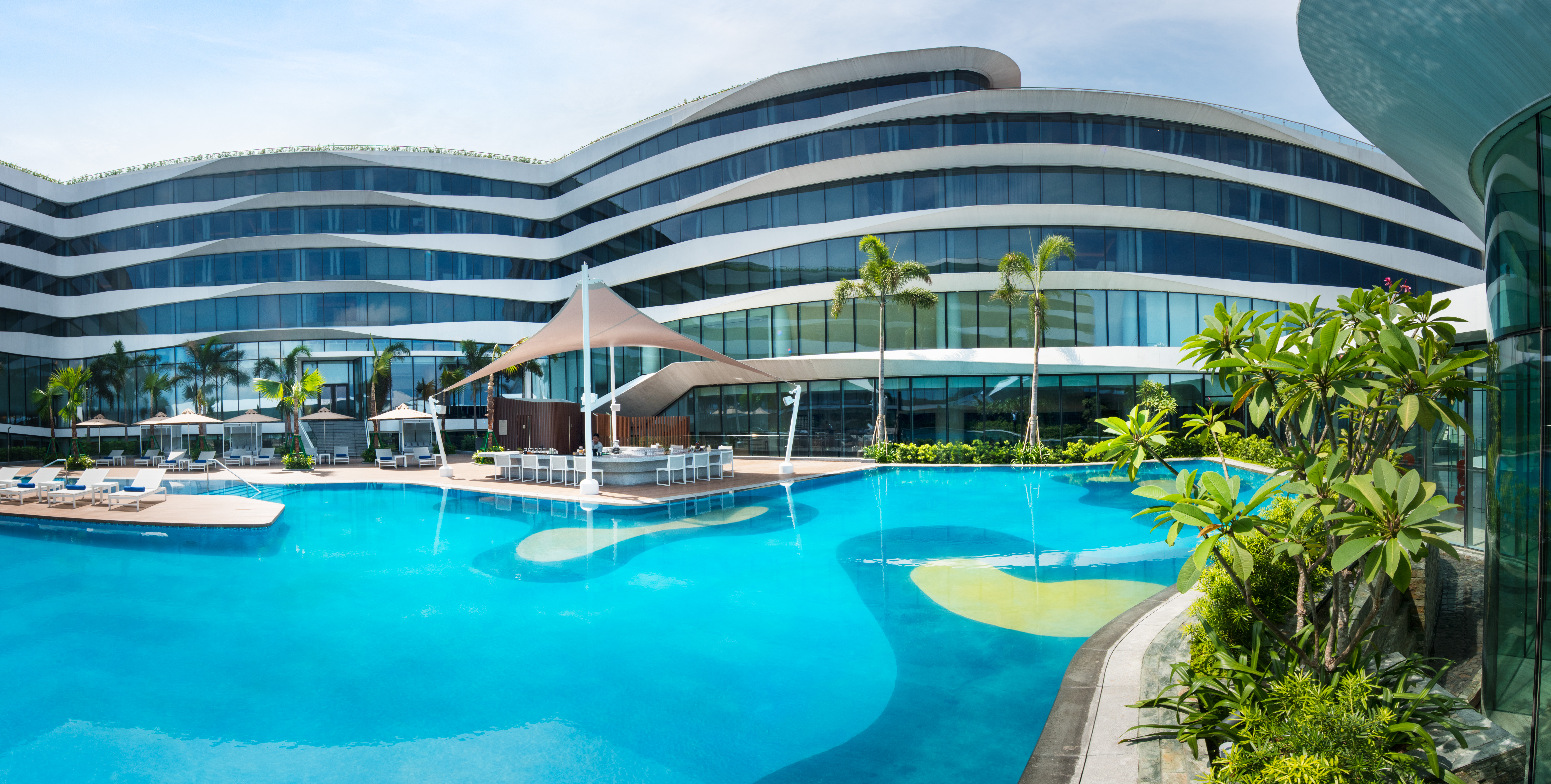 Conrad manila hungry hong kong for Hotel with swimming pool in manila